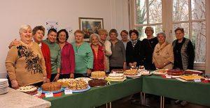 Siebenbürger Frauengruppe: Kuchenbüfett zum Adventsbasar